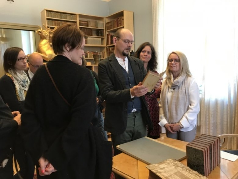 Librarian Hjalmar Fors showing the collections of Hagstromer Library.