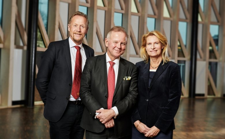 The picture shows Vice-President Anders Gustafsson, President Ole Petter Ottersen and University Director Katarina Bjelke. standing next to each other.